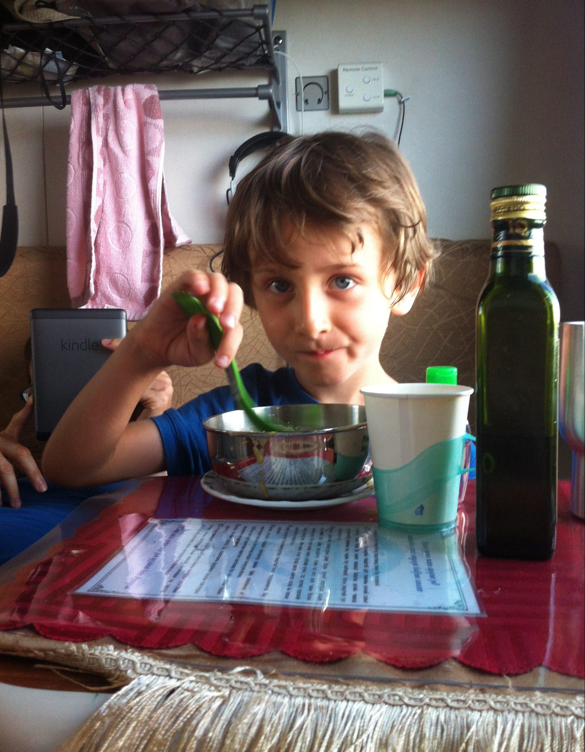 Essen im Zug, Reisebericht Transsibirische Eisenbahn mit Kind
