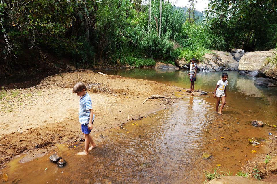 Wasserfall Ella Sri Lanka mit Kindern