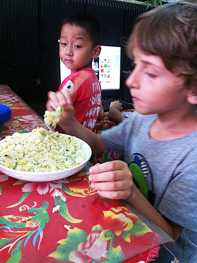 Essen mit Stäbchen in China, Reisen mit Kindern