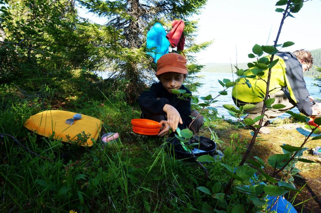 Wandern mit Kindern, Bekleidung und Ausrüstung Wandern Tipps ultraleicht Packliste, Zelt, Rucksack, Wanderschuhe, Kocher