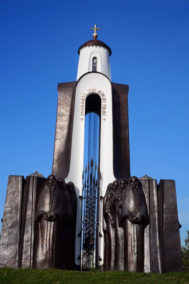 Island of Tears, Reise nach Minsk, Statue Balletttänzerinnen vor der Oper, Sehenswürdigkeiten Minsk Weißrussland Belarus