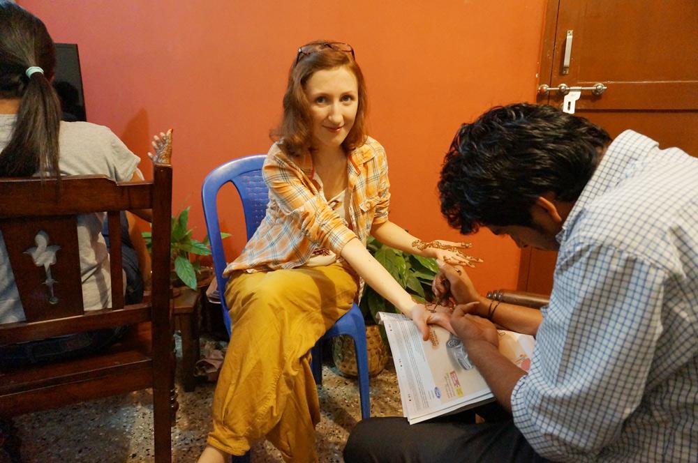 indische Hochzeit in Indien Henna Verzierungen Hände Füße
