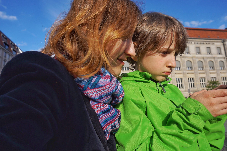Mama und Kind in Berlin