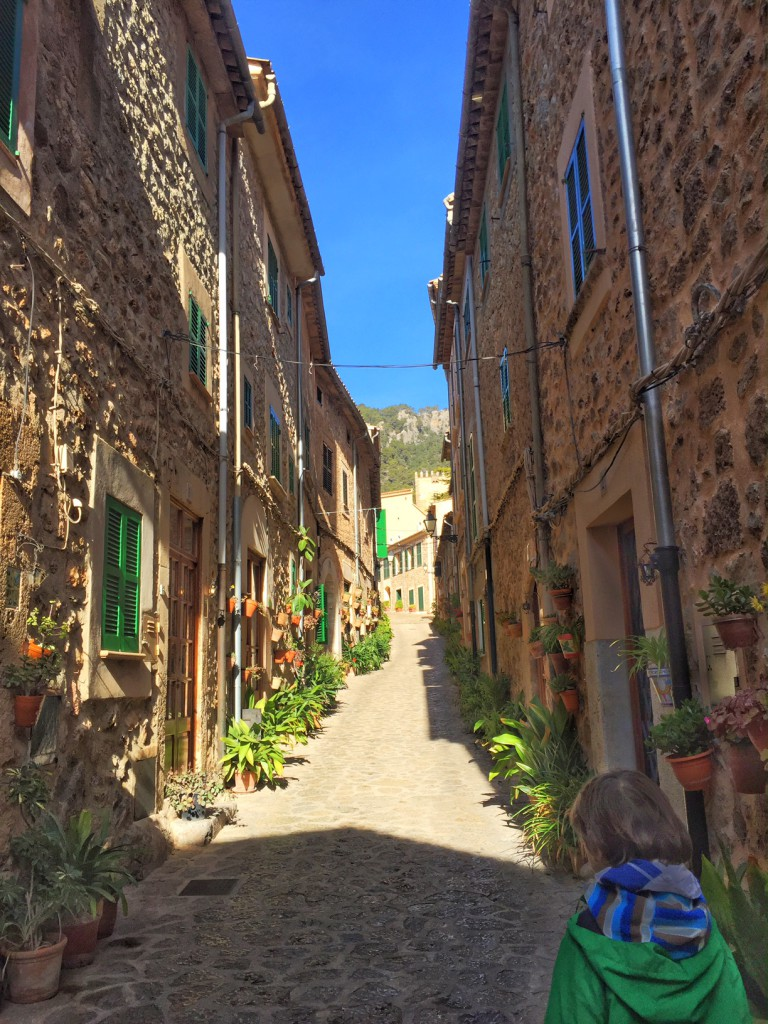 Altstadt in Valldemossa, Mallorca Wandern, Mallorca mit Kindern