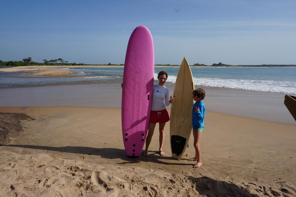 Fernreise mit Kindern, Reisen bildet, Surfen Sri Lanka
