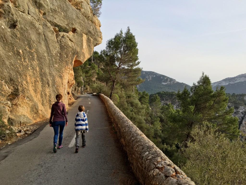 wandern von Valledemossa zum Hafen mit Kind, Reisebericht verlängertes Wochenende mit Kind Mallorca. Mallorca Wandern, Mallorca mit Kindern