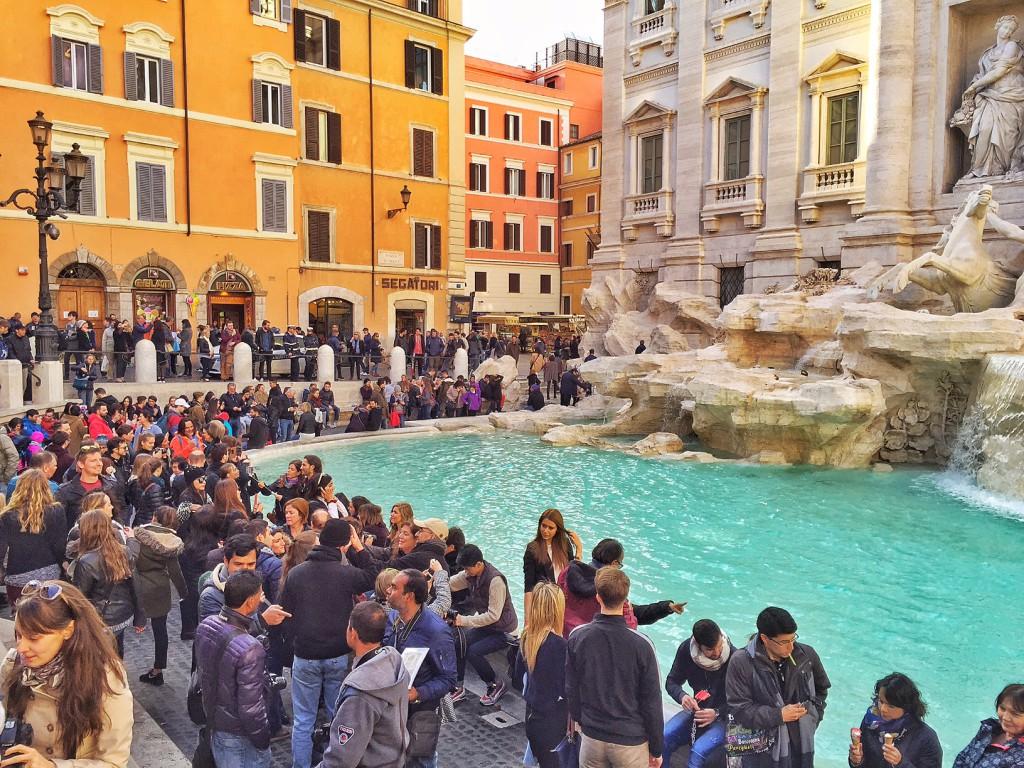 Rom mit Kind Trevi Brunnen