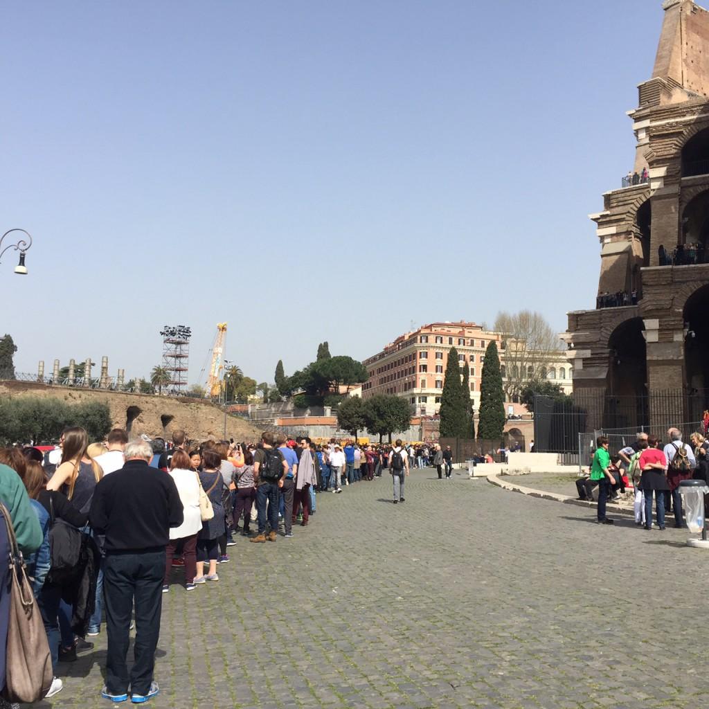Rom mit Kind Schlange Kolosseum Rom