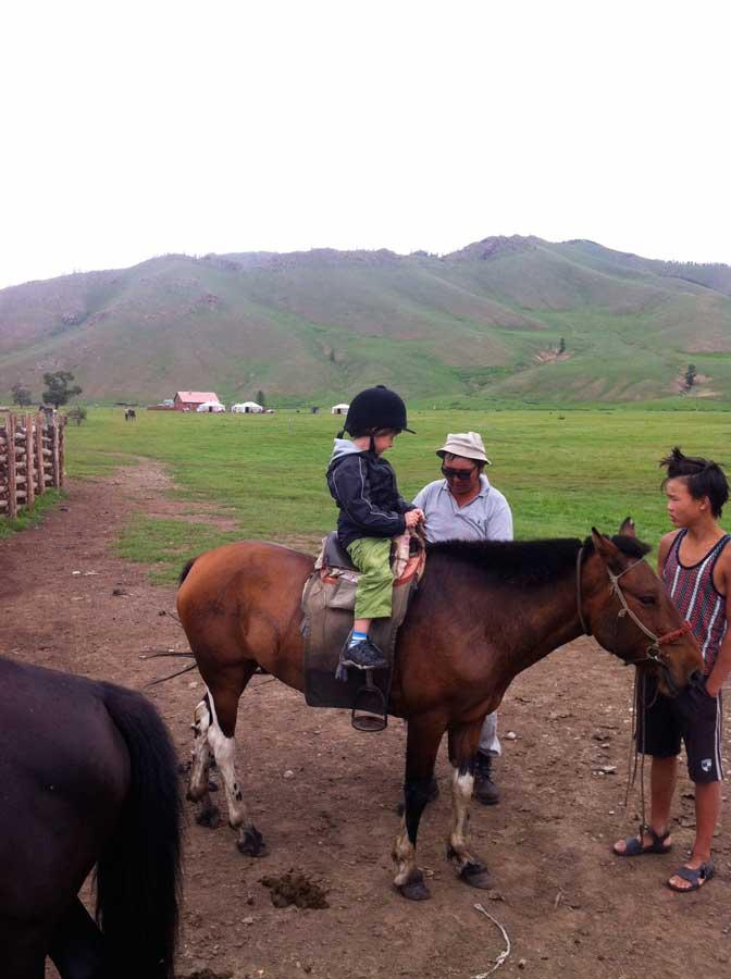 Mongolei mit Kind wandern reiten Reiten in der Mongolei Terejl Nationalpark, gorkhi-terelj national park der camp