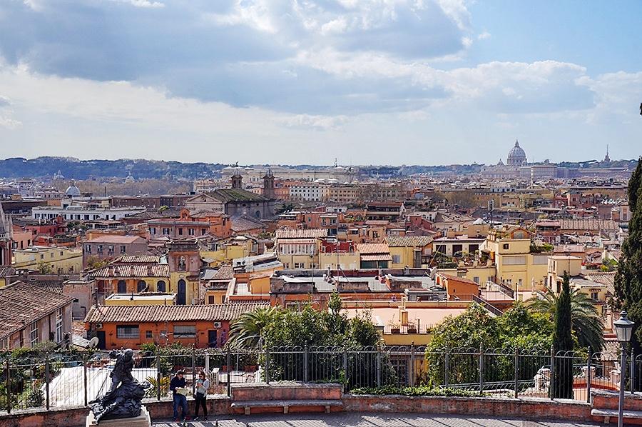 Rom mit Kind Blick von Oben
