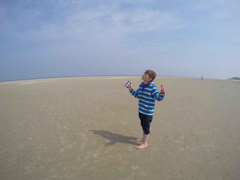 Borkum Strand Drachen steigen, Kurzurlaub mit Kindern in Deutschland günstig