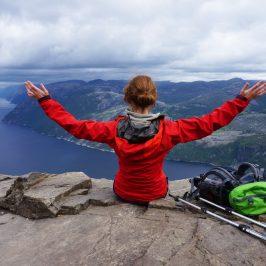 Über eine Wanderung Preikestolen in Norwegen mit Zelt und Kind