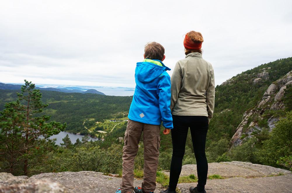 wandern mit Kind Preikestolen Urlaub Norwegen