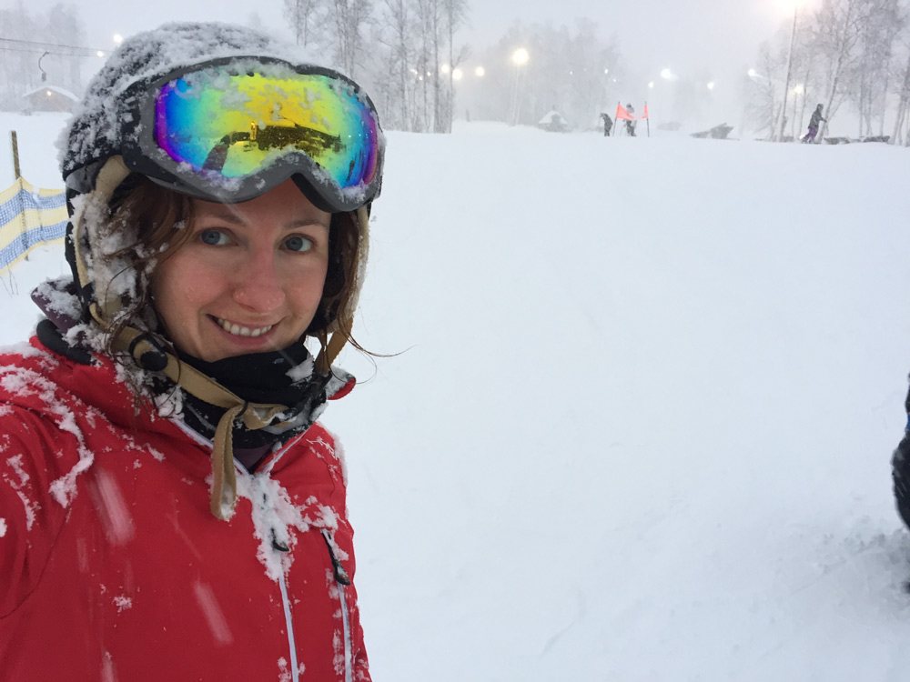 Skiurlaub in Schweden mit Kind Skigebiet Hemavan Tärnaby Pisten Übernachten Kosten Langlauf. Sonne, Schnee, Kälte im Dezember. Nordlichter und andere Aktivitäten in Hemavan im Winter. Anreise nach Hemavan mit NextJet