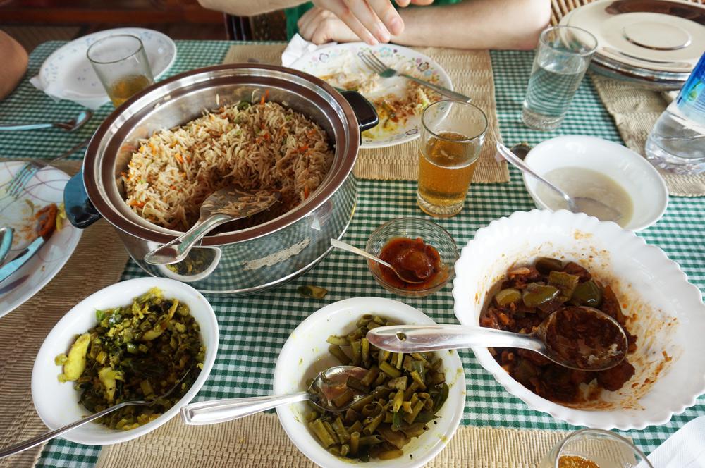 angst vor reisen, Lebensmittelvergiftung, Essen, exotisches Essen, Krankheit