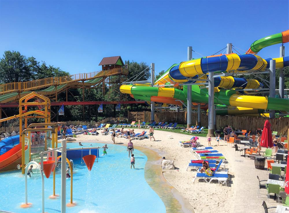 Alles, was du über den Ferien- und Freizeitpark Slagharen in Holland wissen musst. Übernachten im Ferienpark Slagharen in Niederlanden. Kurzurlaub mit Kind. Ausflugsziele mit Kindern in Holland.