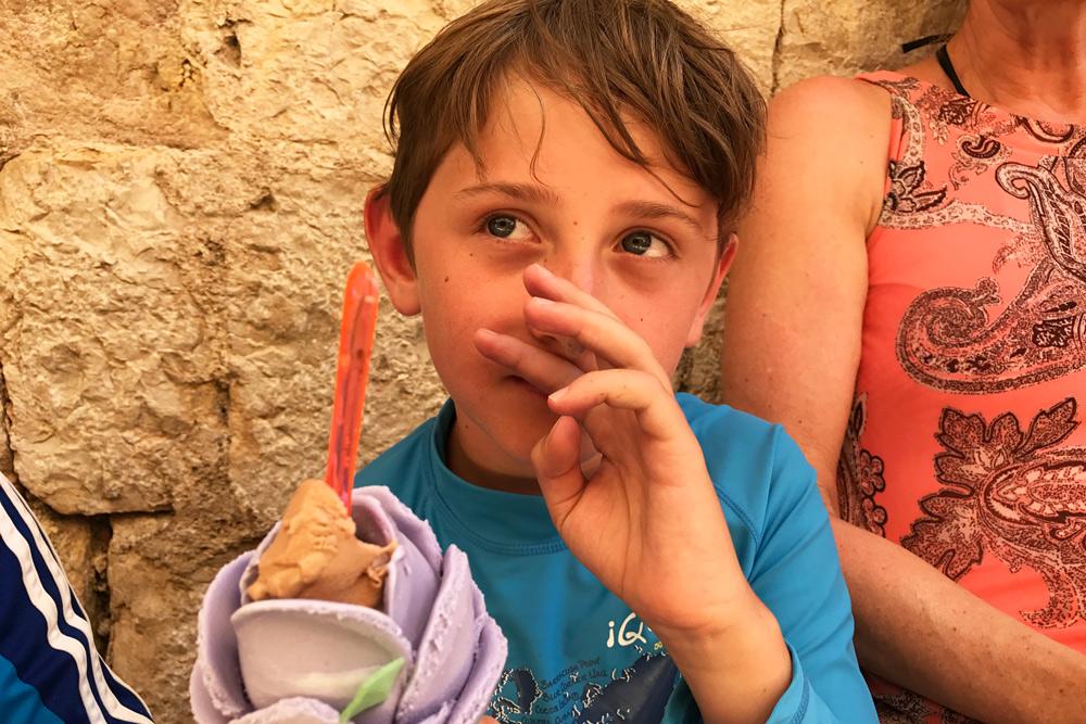 Roseneis Moustiers Elan Sportreisen Erfahrung Familiencamping Südfrankreich Provence Verdon Schlucht am Lac de Sainte Croix Moussiert Urlaub Campingplatz mit Kind in Frankreich