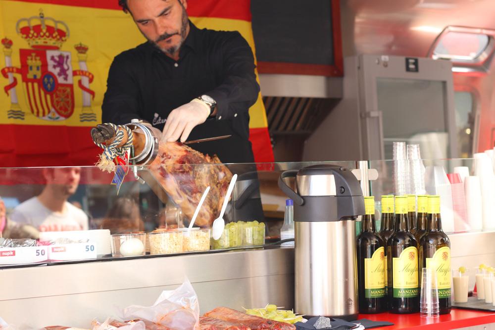 Gründe warum Urlaub in Andalusien machen. Essen, Sehenswürdigkeiten, Flamenco in Andalusien. Andalusien ist zu Gast in Düsseldorf . Tournatur