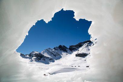5 schneesichere Skigebiete und familienfreundliche Hotels
