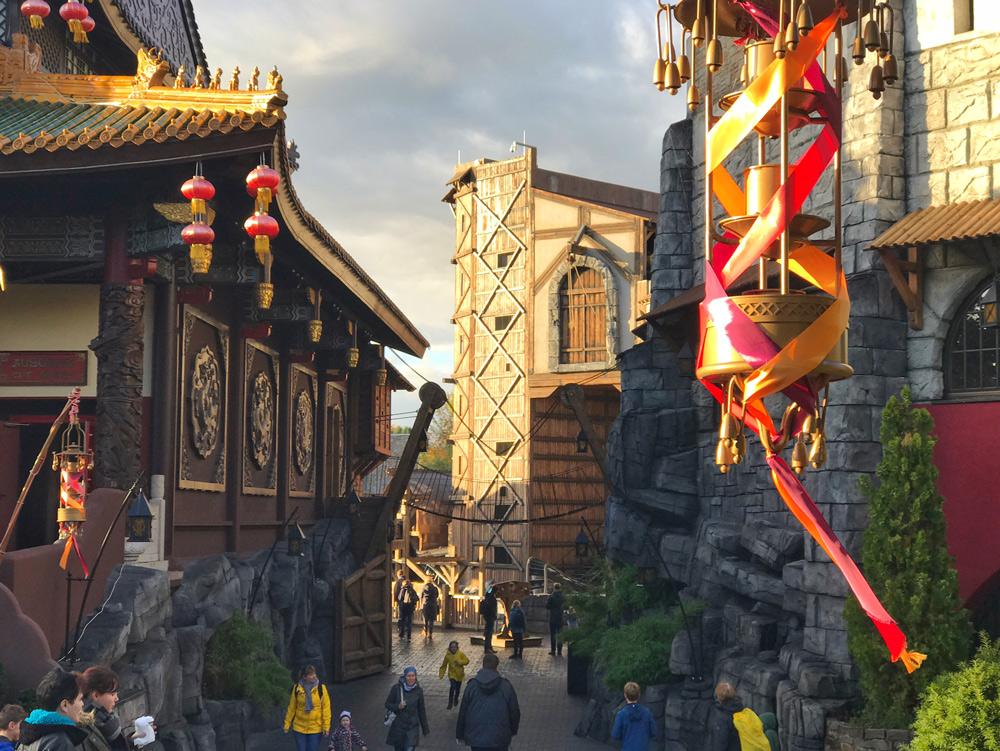 Chinatown Phantasialand übernachten; Ling Bao Hotel; Attraktionen Phantasialand; Klugheim Taron Raik; neue Achterbahnen; Preise; Eintrittskarten Wintertraum; Erfahrungsbericht Phantasialand; Blogger; Reiseblog; Kurzurlaub mit Kind;