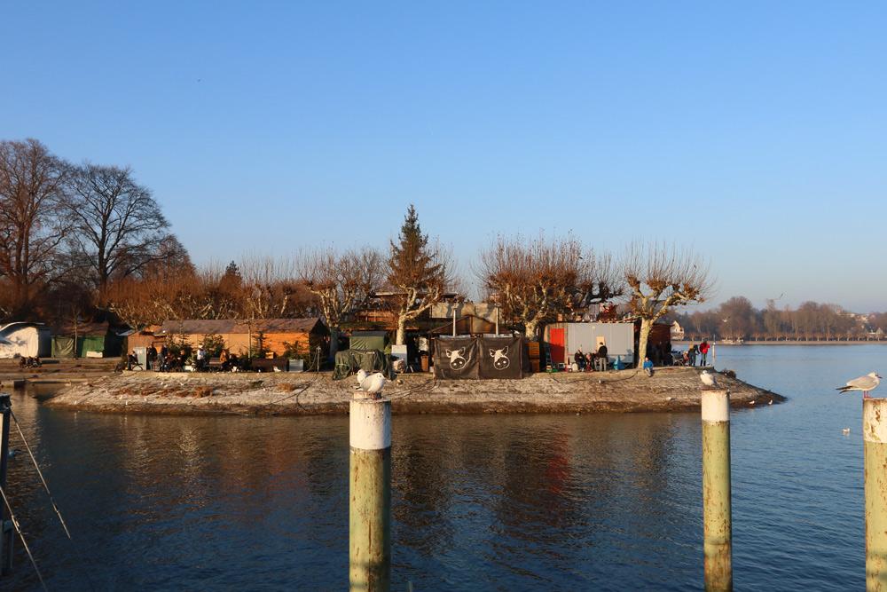Urlaub Bodensee mit Kindern - Bodensee Erlebniskarte Winter - Konstanz Kurzurlaub mit Familie - Aktivitäten Bodensee mit Kind - Attraktionen Bodensee - Weihnachtsmarkt am See