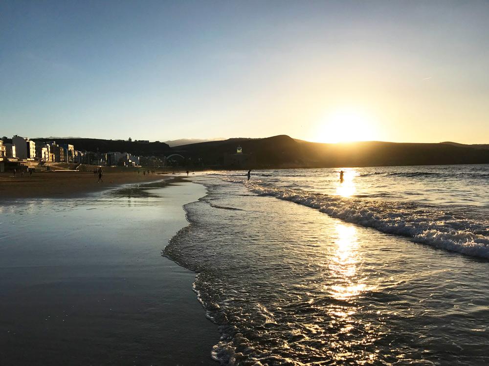 Sonnenuntergang Las Palmas Urlaub in Las Palmas mit Kind - Aktivitäten Las Palmas - Gran Canaria Sehenswürdigkeiten - Las Palmas Sandstrand - Essen, Restaurants, Übernachten, Tipps Las Palmas Reise auf eigene Faust.