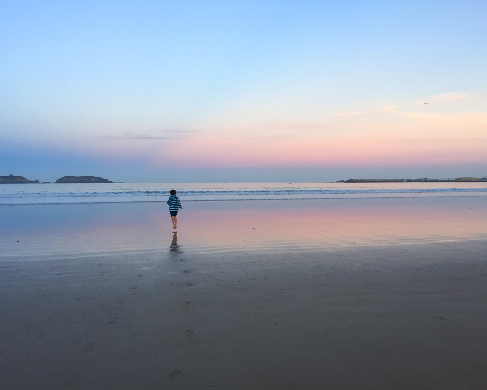 Wann wohin reisen - die besten Reiseziele für Familien mit Kindern nach Monaten in Europa und der Welt. Die beste Reisezeit für Kurzurlaub, Städtereisen und Fernreisen - Marokko Strand Essaouira