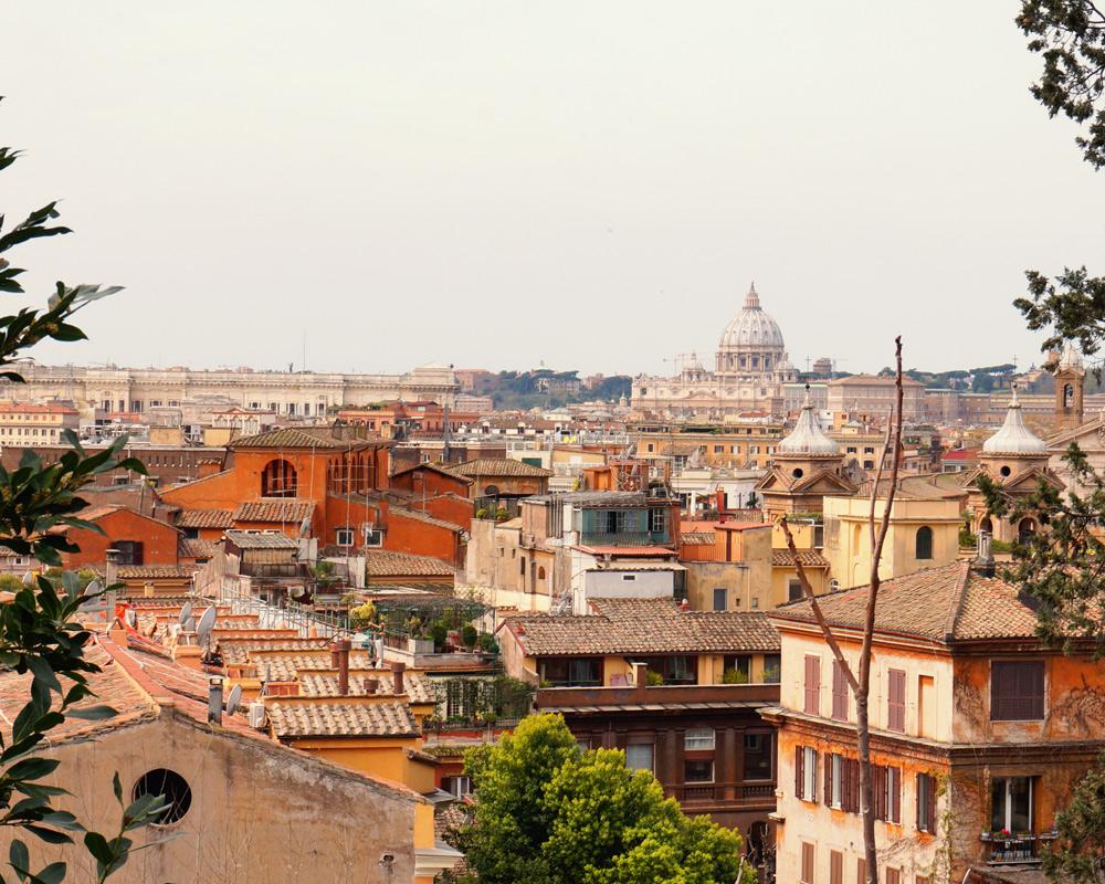 Wann wohin reisen - die besten Reiseziele für Familien mit Kindern nach Monaten in Europa und der Welt. Die beste Reisezeit für Kurzurlaub, Städtereisen und Fernreisen - Rom sieben Hügel Ausblick