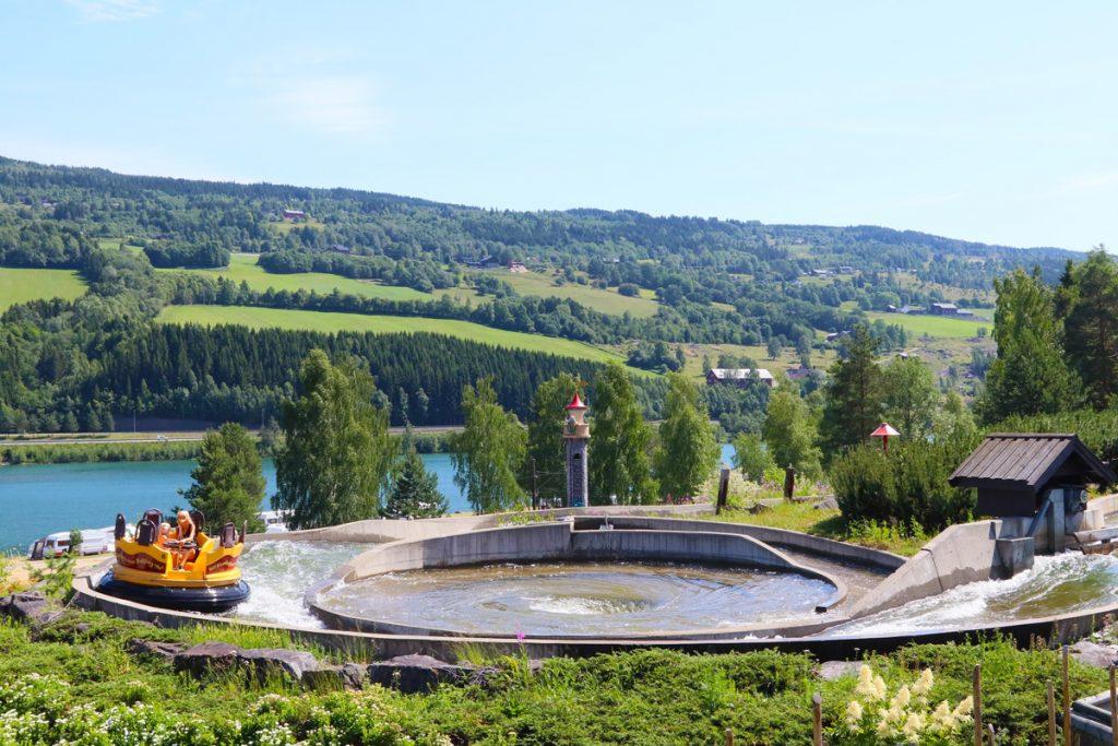 Norwegen mit Kindern - Hunderfossen Familiepark - Hunderfossen Familienpark Freizeitpark Lillehammer mit Kindern - Tipps , was du nicht verpassen und unbedingt mitnehmen solltest. Baden im Hunderfossen Familienfreizeitpark
