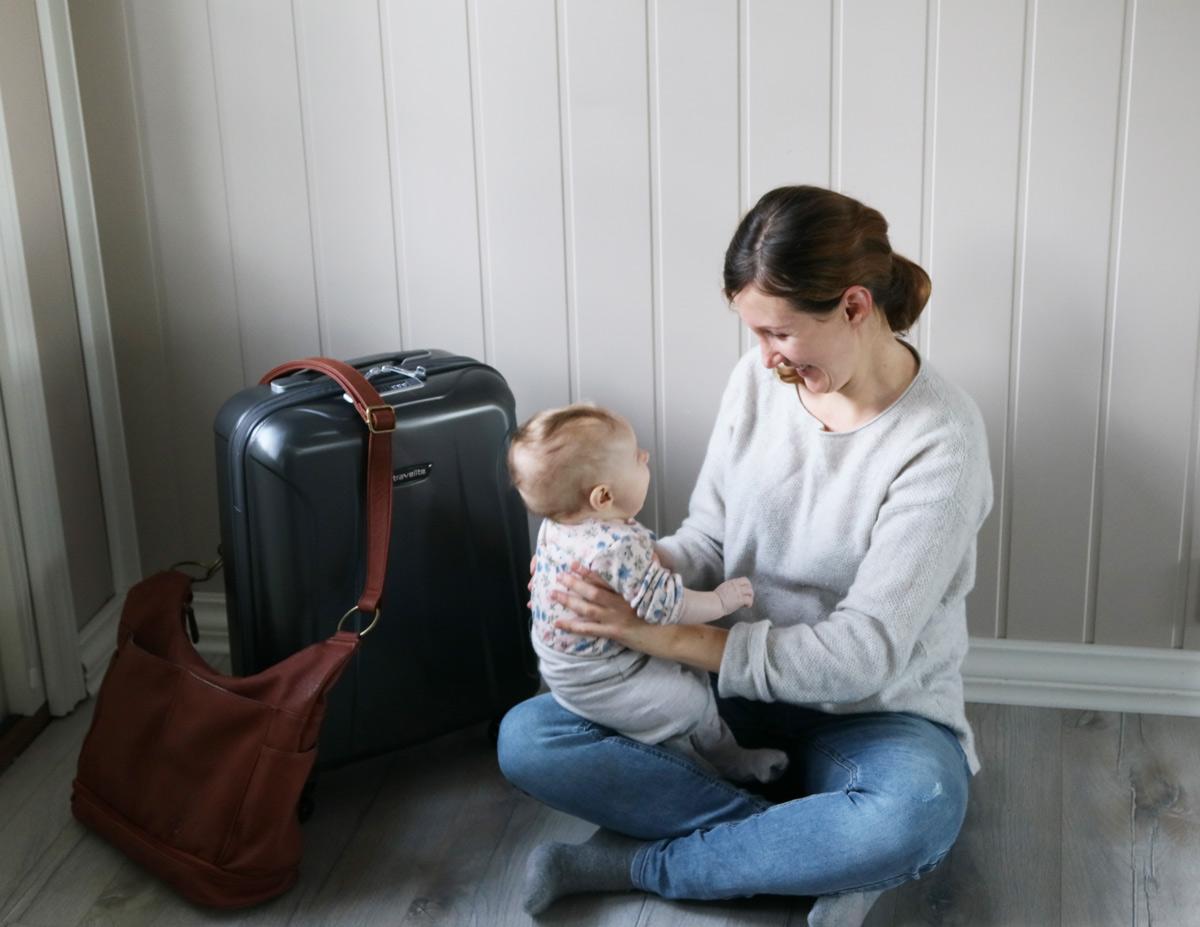 Urlaub mit Baby und Handgepäck, Reisen nur mit Handgepäck, Urlaub nur mit Handgepäck und der Kindern. Reisen mit Kindern und Handgepäck Tipps. travelite Koffer.