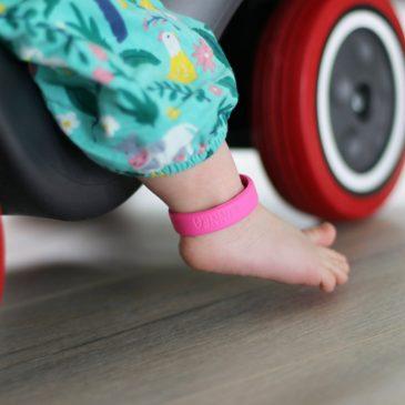 Sicherheit auf Reisen mit Kindern – 7 Tipps für einen sicheren Urlaub mit Kind – Notfallarmband Kinder