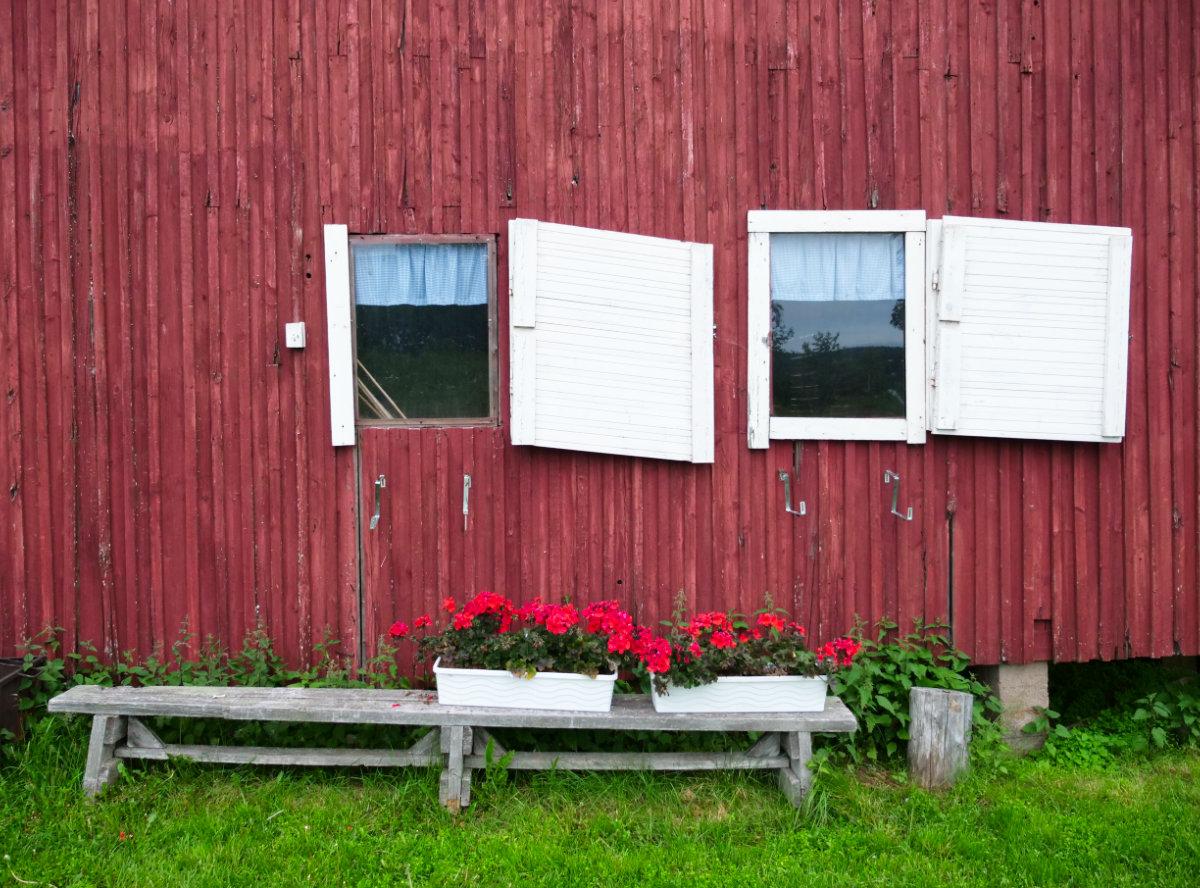 Finnisch-Lappland - Die besten Aktivitäten in Rovaniemi im Sommer. Altes Haus in Rovaniemi