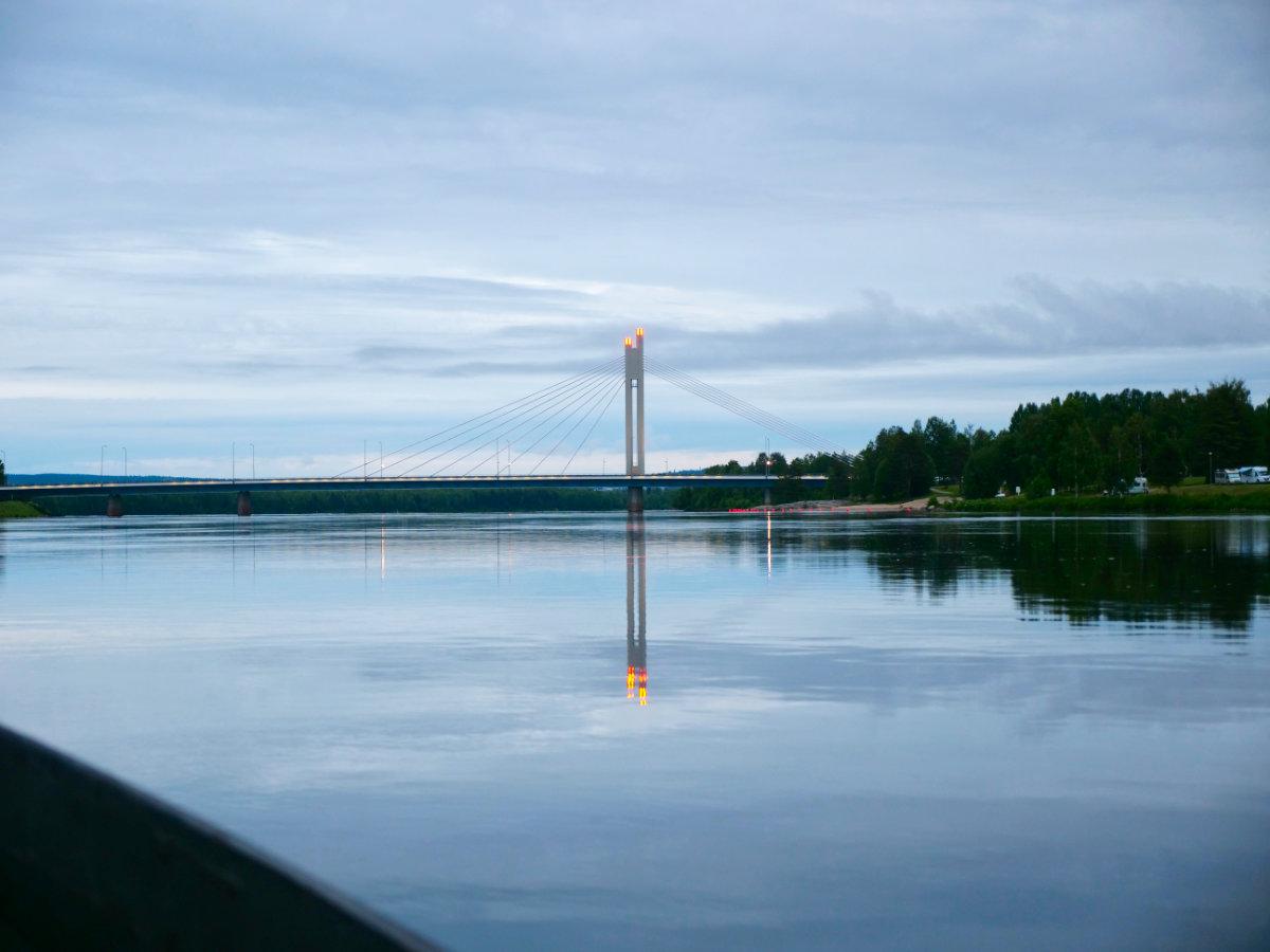 Finnisch-Lappland - Die besten Aktivitäten in Rovaniemi im Sommer. Brücke in Rovaniemi