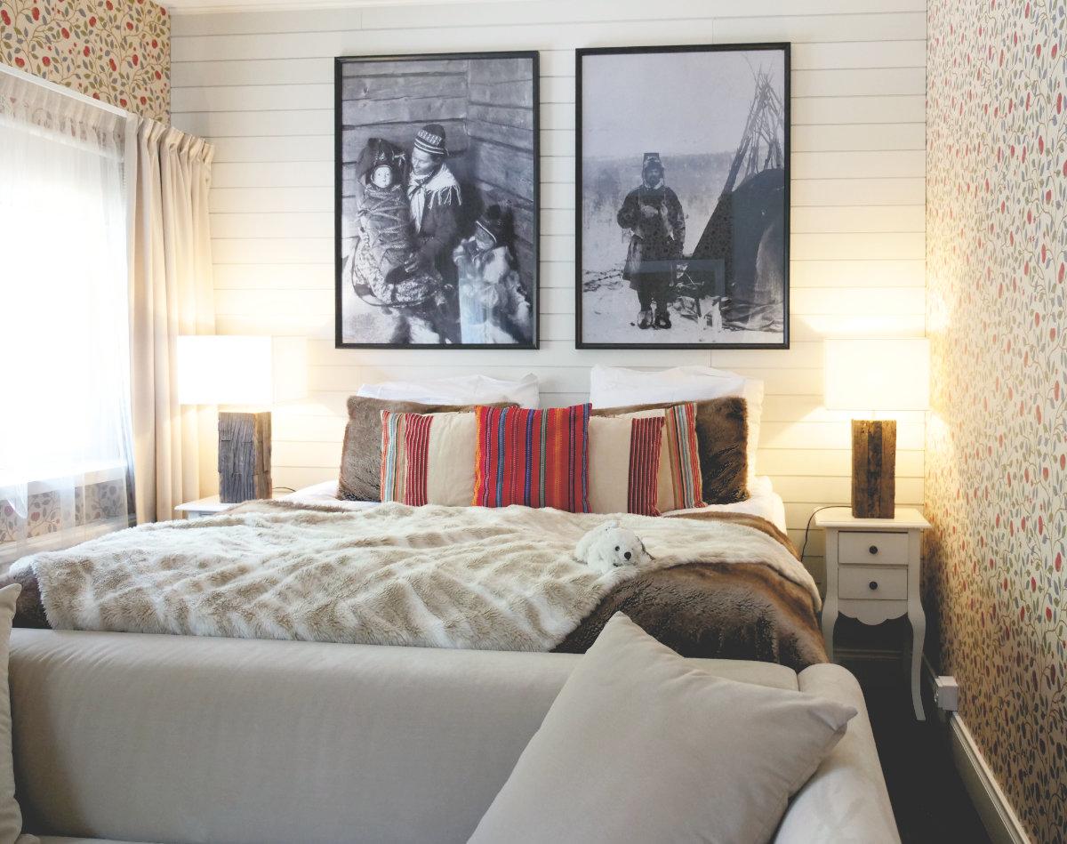 Das Schlafzimmer in unserem Christmas Cottage im Arctic Light Hotel.