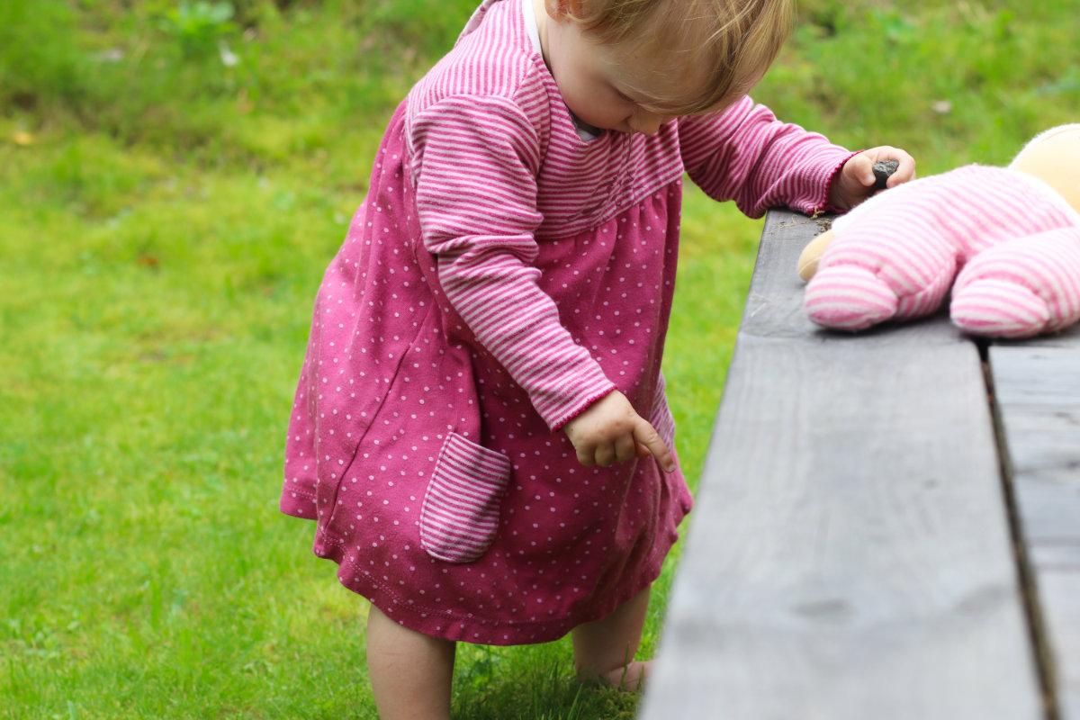 People Wear Organic Bio Baumwolle Kleidung für Babys, Kinder und Damen. Fair Fashion im Kleiderschrank, nachhaltige Kleidung kaufen, Tipps nachhaltig leben. Baby Kleid aus Bio-Baumwolle