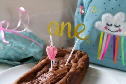 Schöne Geschenke zum 1. Geburtstag. Geschenke zum ersten Geburtstag. Geschenke für Babys und Kleinkinder. Schöne und nützliche Geburtstagsgeschenke Baby