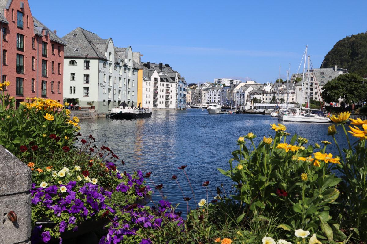 norwegen, wandern mit baby in Norwegen, schönste Wanderwege Ålesund, Wanderwege bei Ålesund, Wandern in Norwegen mit Baby, Wandern mit Kindern in Norwegen,