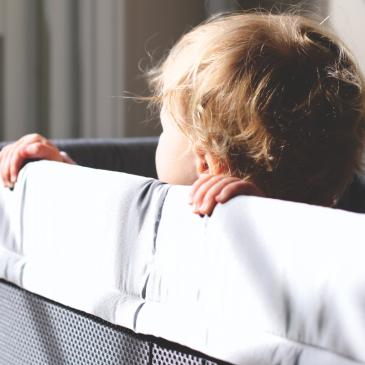 Warum sich ein Reisebett im Urlaub wirklich auszahlt und unser BabyBjörn Reisebett Test