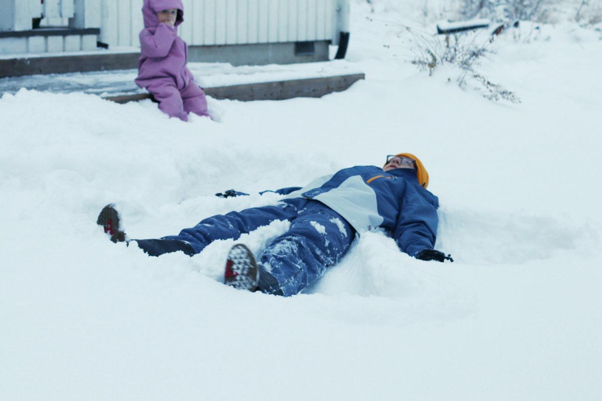 Wie warm muss ich mein Baby im Winter anziehen? Tipps Baby warm anziehen im Winter. Richtige Kleidung Baby und Kinder im Winter. Isbjörn of Sweden