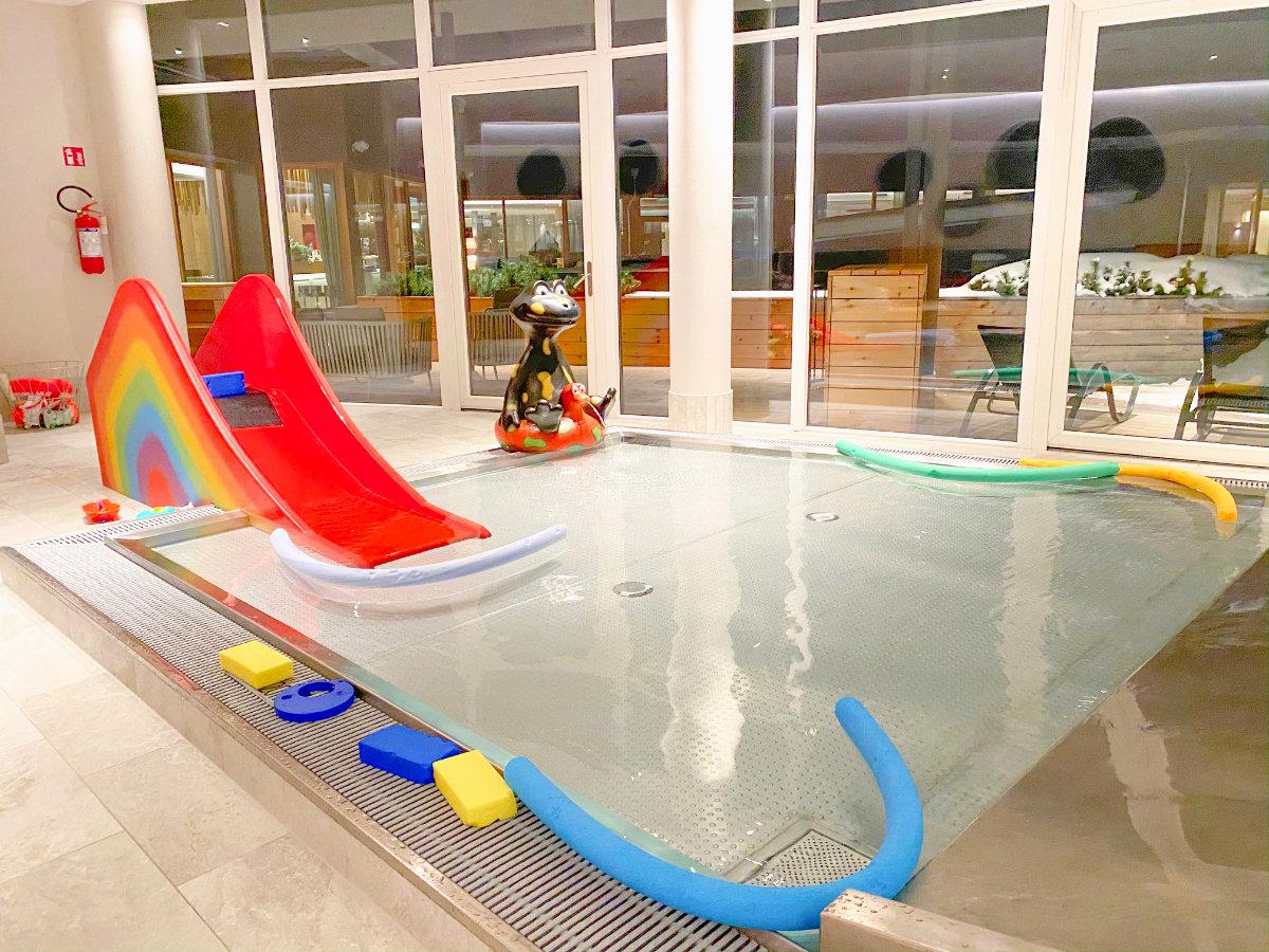 Spa und Kinderbecken im Feuerstein Nature Family Resort - Familienhotel Südtirol Familienzimmer Winterurlaub mit Baby