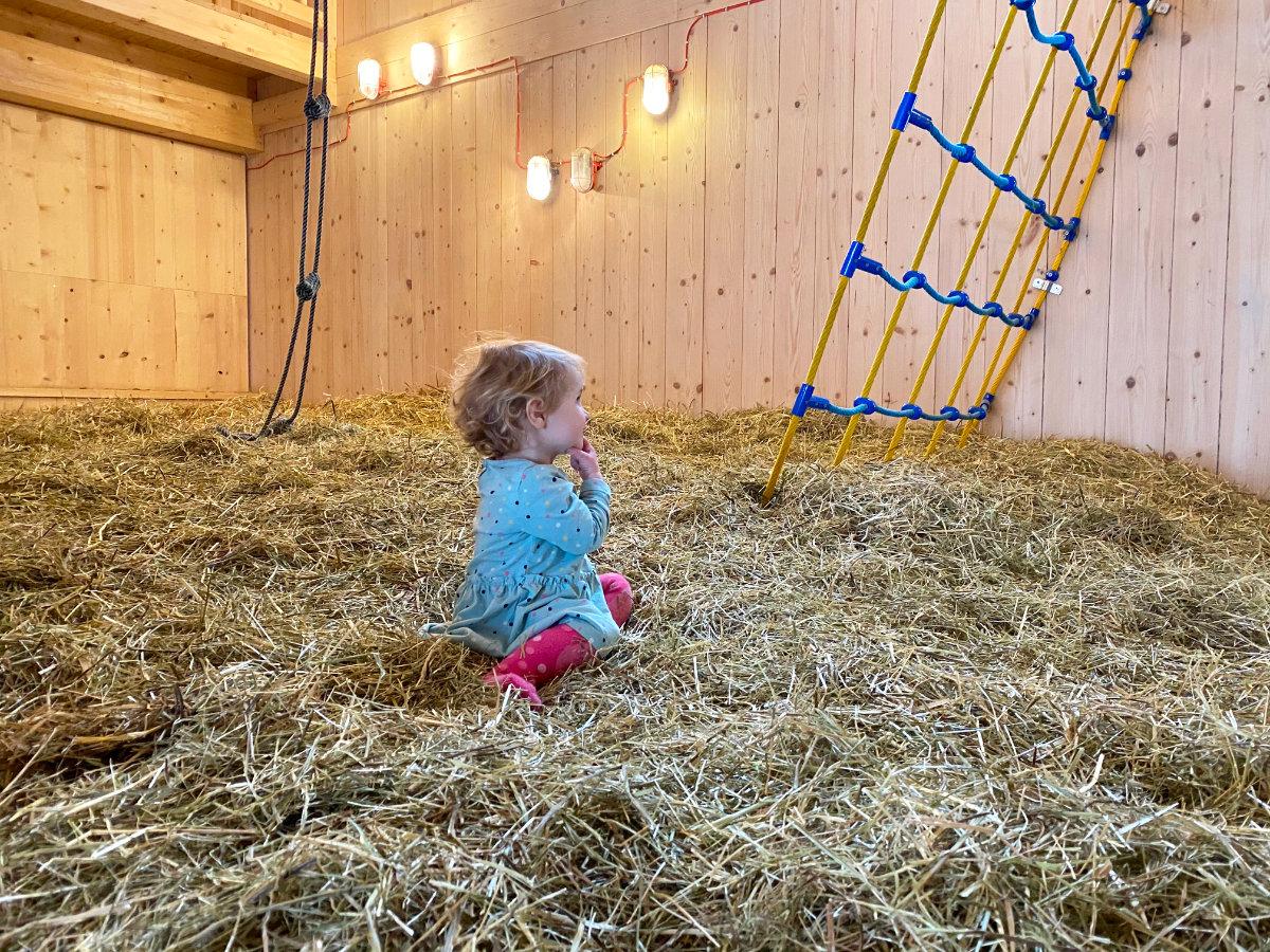 Heuscheune im Feuerstein Nature Family Resort - Familienhotel Südtirol Familienzimmer Winterurlaub mit Baby