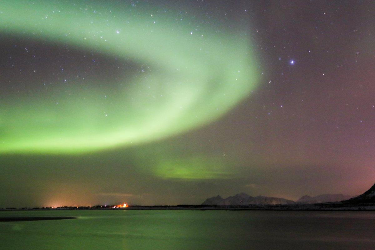 Nordlichter am Strand ganz in der Nähe vom Ferienhaus auf den Lofoten in Norwegen