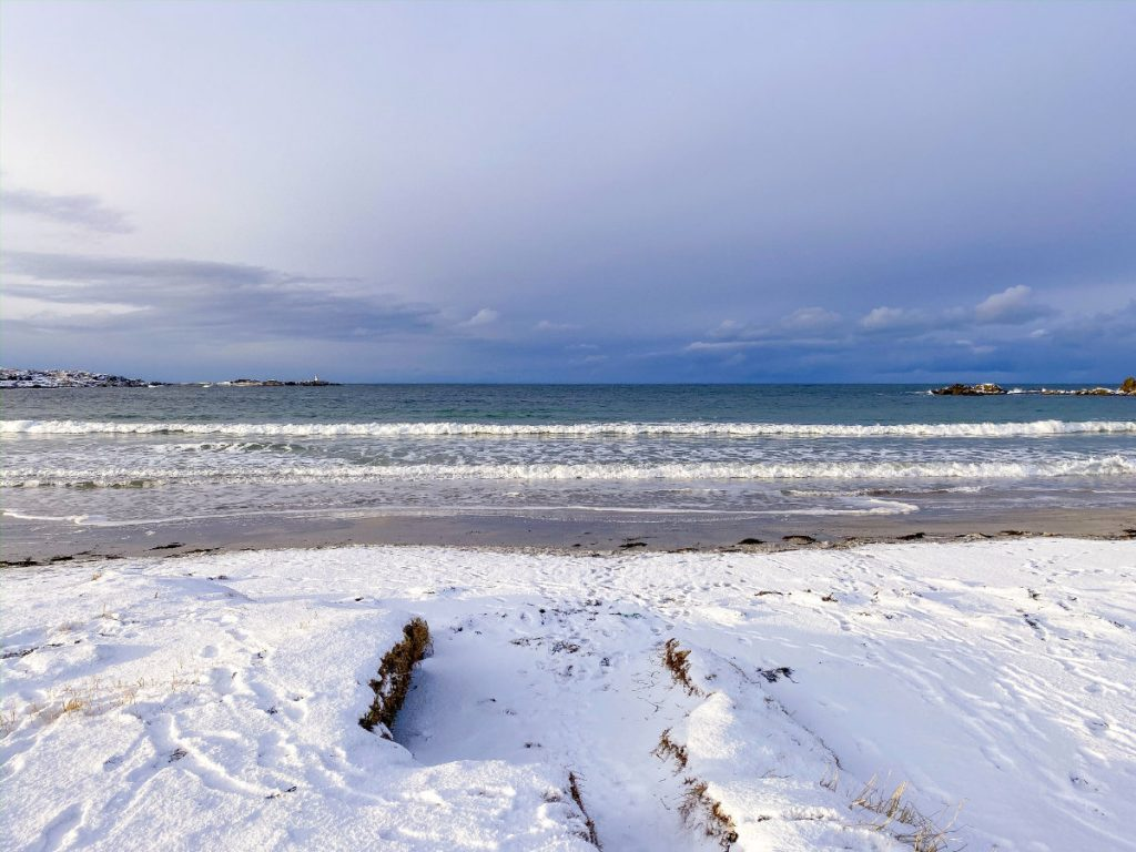 Strand im Urlaub auf den Lofoten im Winter
