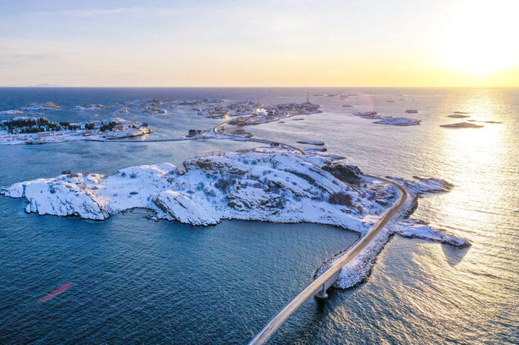 Lofoten im Winter in Norwegen mit Kindern im Winter Urlaub machen.