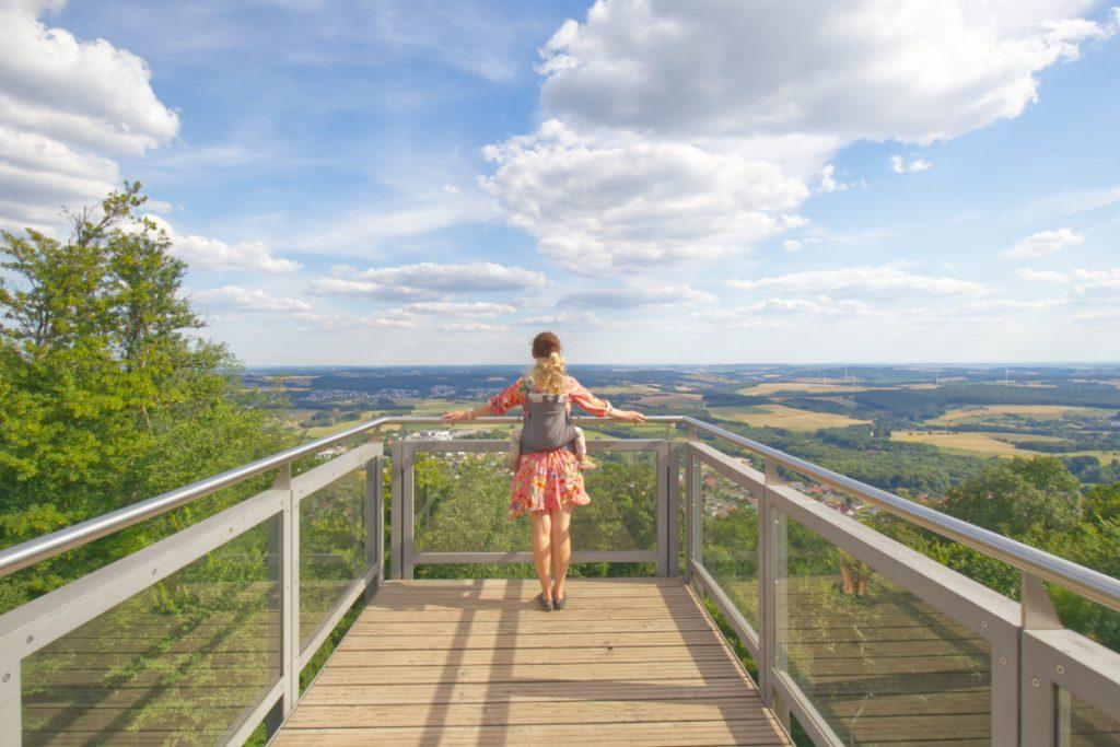 Urlaub im Saarland mit Kind - Aussichtsplattform auf dem Schaumberg