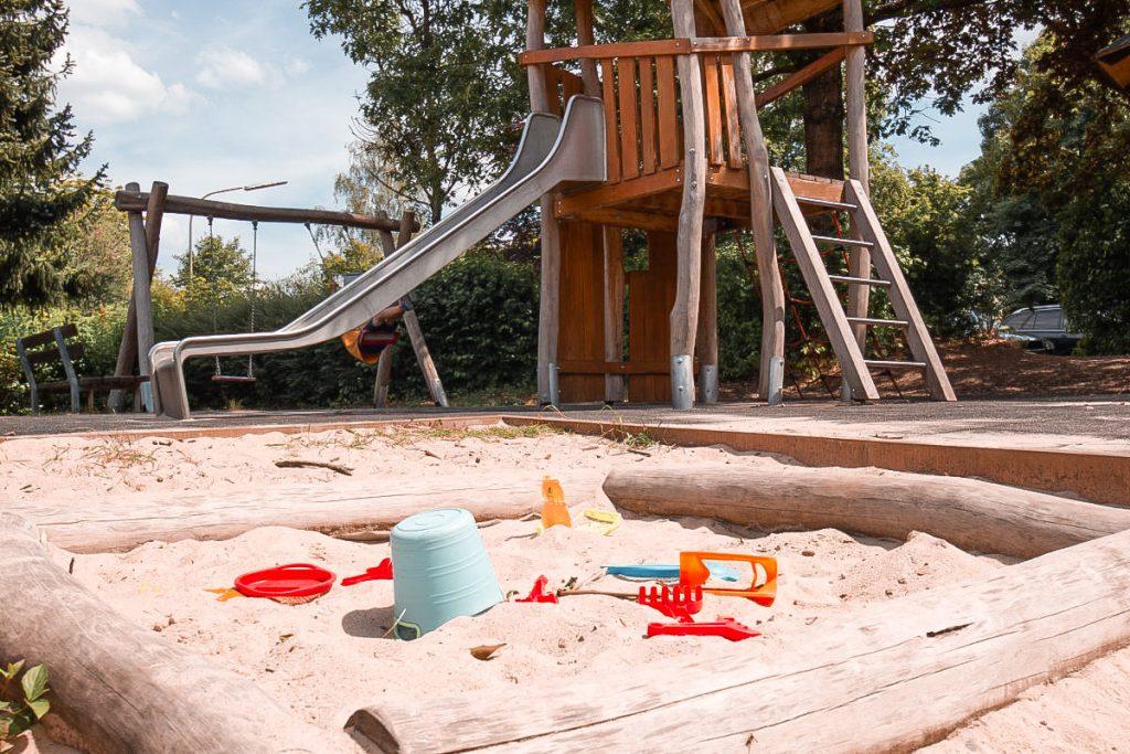 Urlaub im Saarland mit Kind. Spielplatz Jugendherberge
