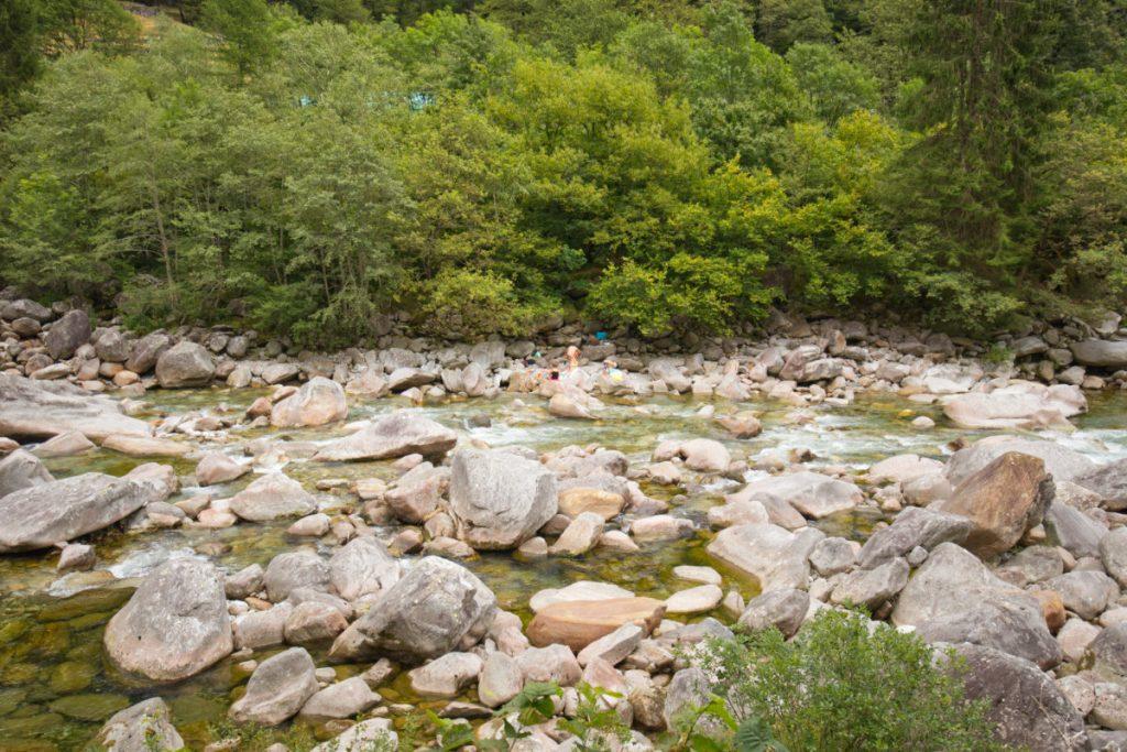 Urlaub in Tessin mit Kindern - Reiseziele in der italienischen Schweiz für Familien, Ascona vom Wasser, Wandern und Baden in Tessin mit Kindern