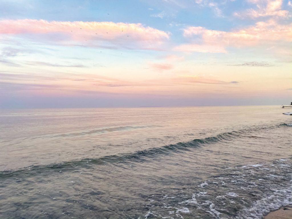 Sonnenuntergang im Urlaub an der Ostsee in Dänemark