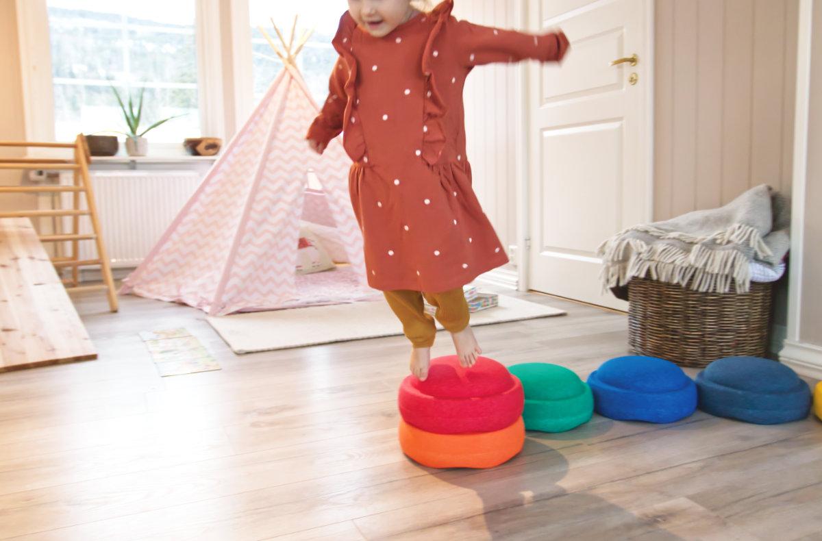 Klettern, toben, hüpfen mit Stapelstein – Bewegung braucht das Kind